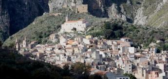il-borgo-medievale-disnello-nel-parco-naturale-delle-montagne-madonie-in-sicilia-f51a9995-fc51-46ba-b52d-9c7717f93852