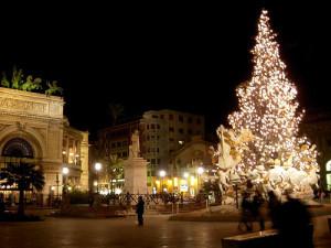 Palermo, piazza Politeama illuminata per Natale