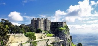http://it.123rf.com/photo_12572092_monte-erice-e-il-castello-di-venere-sicilia-italia.html